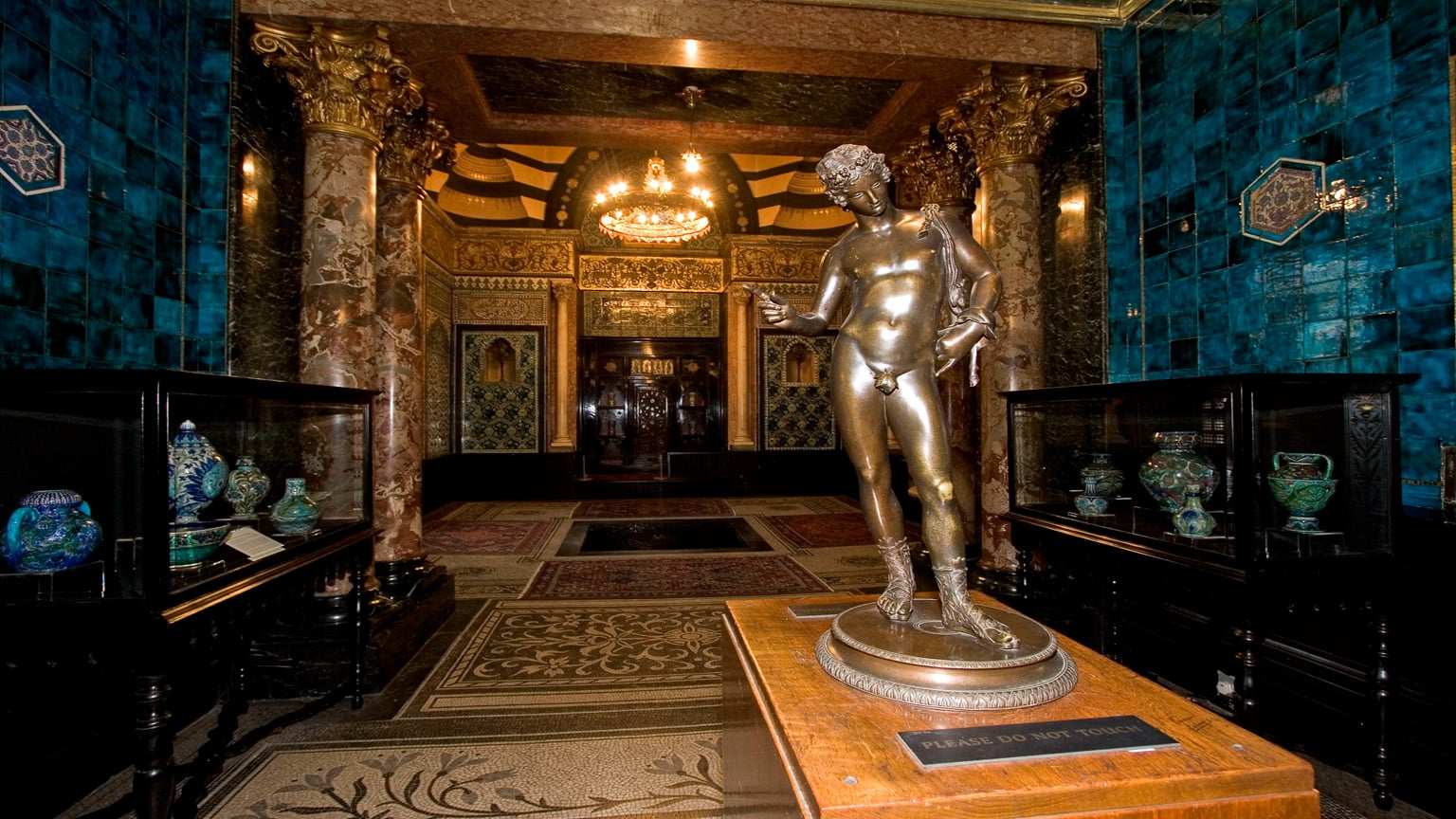 Phoe Travels to Leighton House Museum, London