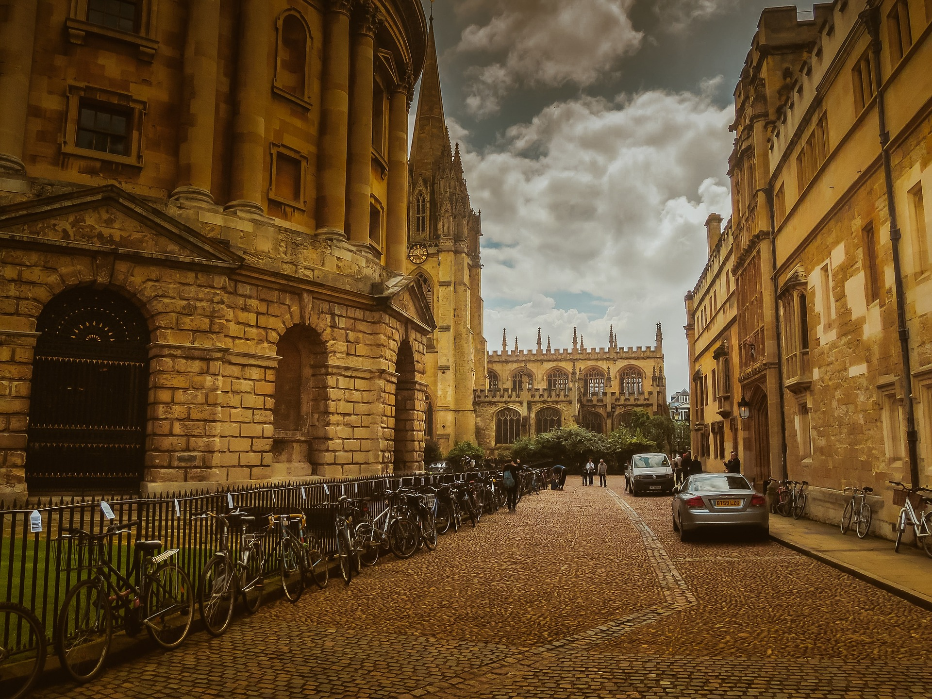 Phoe Travels to Oxford, United Kingdom